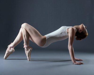 Papiers peints Portrait de danseuse gracieuse émotionnel sur les pointes