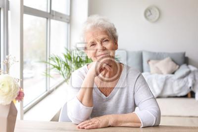 Papiers peints Portrait of senior woman at home