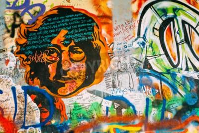 Papiers peints Prague, République tchèque - 10 octobre 2014: Lieu célèbre à Prague - Le mur de John Lennon. Wall est rempli de graffitis inspirés de John Lennon et de paroles de chansons des Beatles