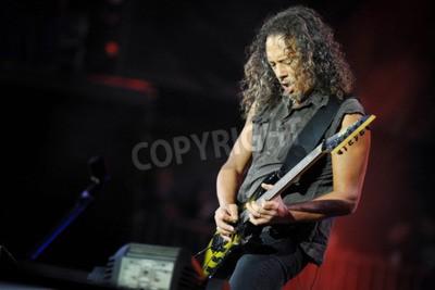 Papiers peints PRAGUE, RÉPUBLIQUE TCHÈQUE - 7 MAI 2012: Guitariste Kirk Hammett de Metallica Lors d'une représentation à Prague, République Tchèque, le 7 mai 2012.