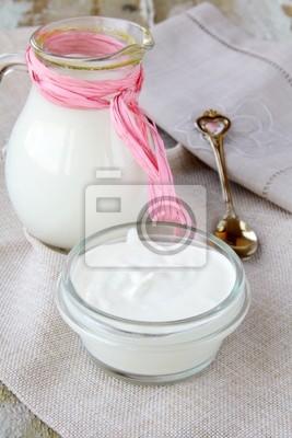 produit crème de lait fermenté dans une tasse blanche