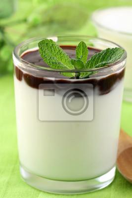 Produits laitiers dessert italien Panacotta dans un récipient en verre