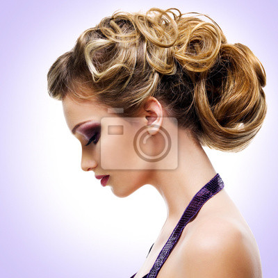 Papiers peints Profil portrait de femme avec mode coiffure