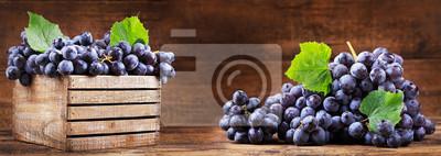 raisin frais dans une boîte en bois