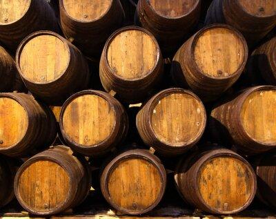 Papiers peints Rangée de tonneaux en bois de fauve au porto