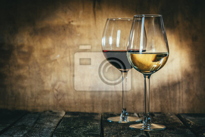 Papiers peints Red and white wine in glasses on rustic background, copy space