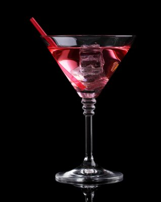Papiers peints Red cocktail dans un verre à martini isolé sur noir