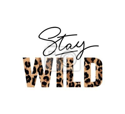 Papiers peints Restez sauvage illustration avec lettrage et imprimé léopard. Citation inspirante et motivante pour des imprimés, des textiles, etc.