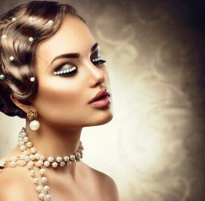 Papiers peints Rétro style de maquillage avec des perles. Beau, jeune, femme, portrait