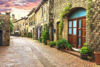 Papiers peints Rues fleuries de la vieille ville italienne en Toscane.