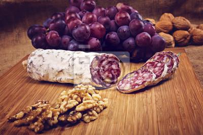 Papiers peints Salami, noix, bois, plateau, Raisins