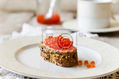 sandwich avec caviar rouge