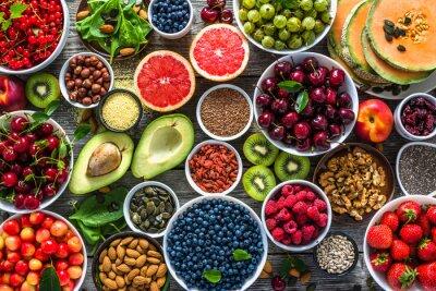 Papiers peints Sélection d'aliments sains. Superaliments, divers fruits et baies assorties, noix et graines.