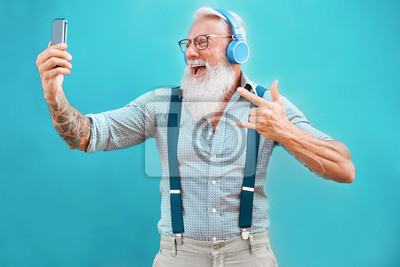 Papiers peints Senior hipster man using smartphone app for creating playlist with rock music - Trendy tattoo guy having fun with mobile phone technology - Tech and joyful elderly lifestyle concept - Focus on face