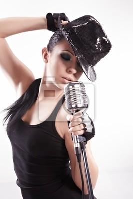 Sexy fille de chanteur chant et la danse