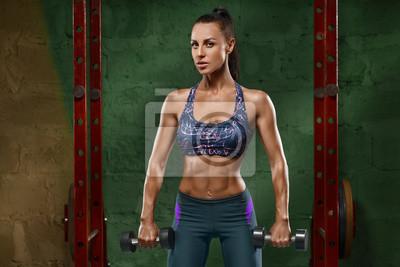 Papiers peints Sexy fille de remise en forme à la gym. Musculaire femme d1a3c080b6a