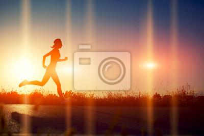 Papiers peints Silhouette de jeune fille athlétique courir dans la belle route
