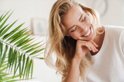 Papiers peints Smiling young beautiful blonde woman wearing t-shirt