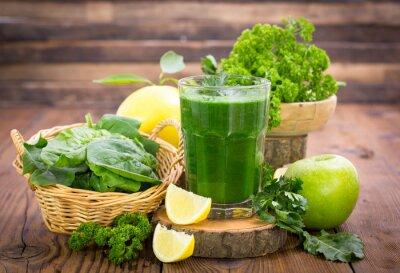 Smoothie vert frais dans le verre