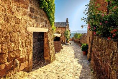 Papiers peints Soleil rétrécit sur une journée d'été dans une vieille ville italienne