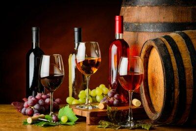 Papiers peints Sortes de vin en bouteilles et verres