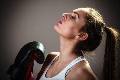 Papiers peints Sport boxeur femme en gants noirs de boxe