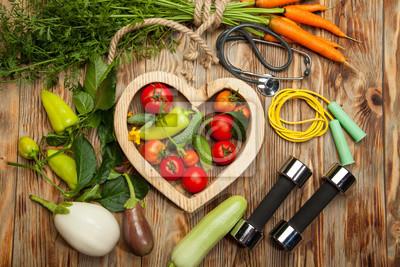 Papiers peints Sport et alimentation. Légumes frais. Mode de vie sain. Fond rustique en bois.