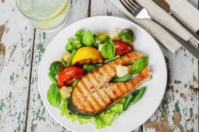 Papiers peints steak grilled salmon with vegetables on a plate