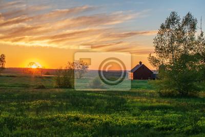 Papiers peints sunrise over farm