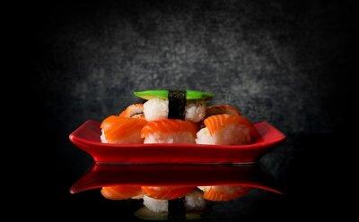 Papiers peints Sushi sur plaque rouge