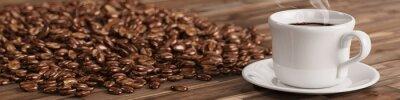 Papiers peints Tasse de café frais avec de nombreux grains de café