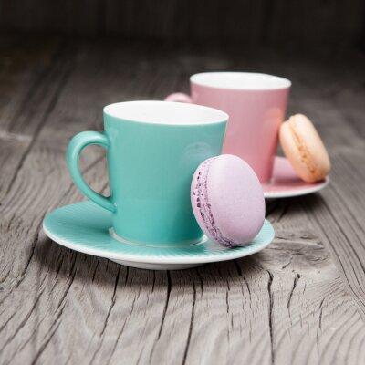Papiers peints Tasses à café avec macarons français sur la table
