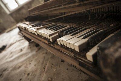Papiers peints Tchernobyl - close-up d'un vieux piano