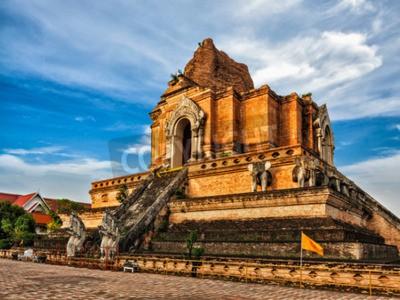 Papiers peints Temple bouddhiste Wat Chedi Luang. Chiang Mai, Thaïlande