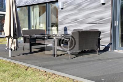 Papiers peints: Terrasse en bois moderne avec mobilier de jardin
