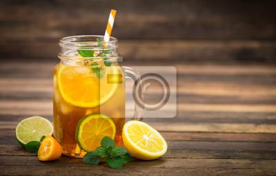Thé glacé au citron, citron vert et menthe