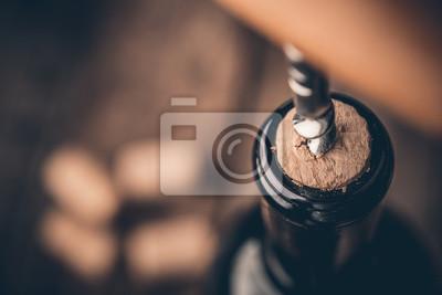 Papiers peints Tire-bouchon et bouteille de vin sur le plateau