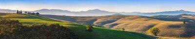 Papiers peints Toscane panorama paysage au lever du soleil avec une chapelle de Madonna d