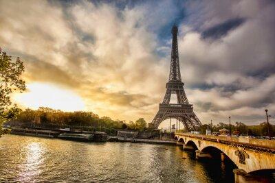 Papiers peints Tour Eiffel avec le bateau sur la Seine à Paris, France
