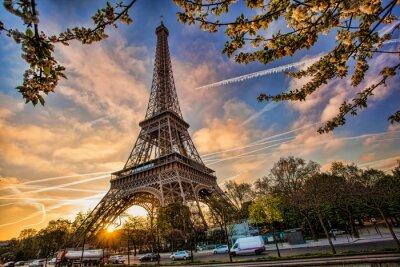 Papiers peints Tour Eiffel contre le lever du soleil à Paris, France