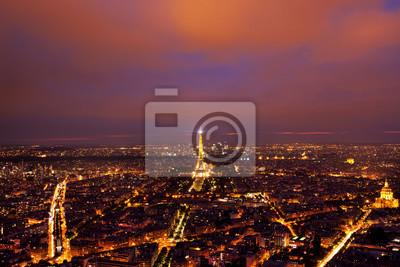 Papiers peints Tour Eiffel vue d'en haut après le coucher du soleil