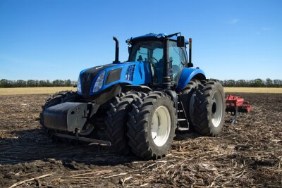 Papiers peints Tracteur bleu avec charrue