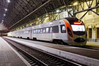 Papiers peints Train à grande vitesse à la gare