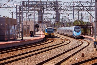 Papiers peints Train sur la plate-forme de la gare de Gdynia, en Pologne.