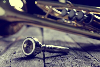 Papiers peints Trompette, embouchure, vieux, bois, table Style vintage.