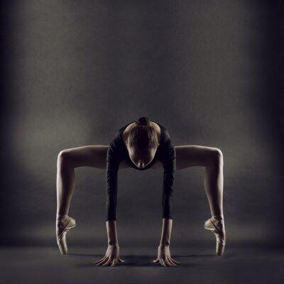 Papiers peints Un portrait de la belle jeune femme de gymnaste