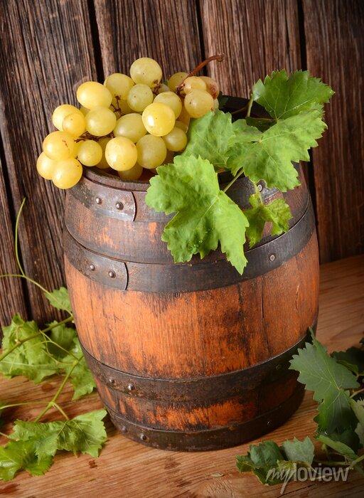 Papiers peints Vecchia Botte di vino con grappolo di uva