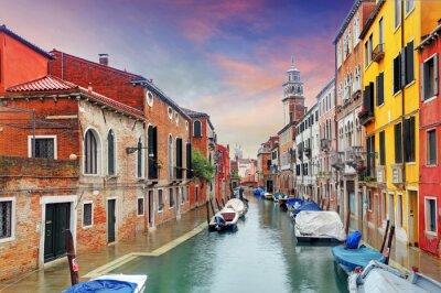 Papiers peints Venise repère, canal, maisons colorées et bateaux, Italie