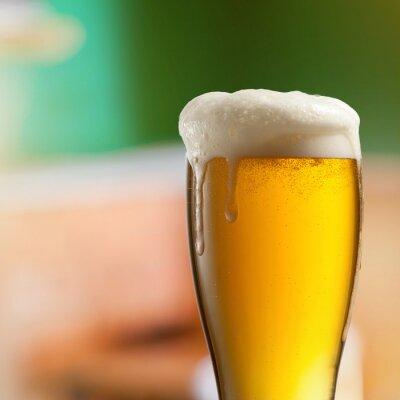 Papiers peints Verre de bière dans un pub lumière