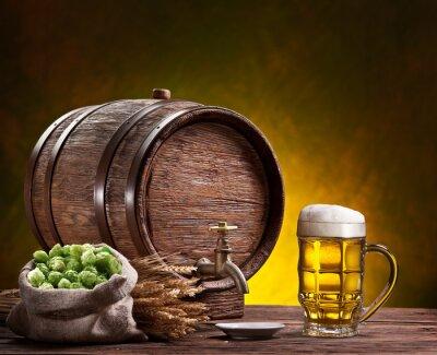 Papiers peints verre de bière, vieux fûts de chêne, épis de blé et de houblon.
